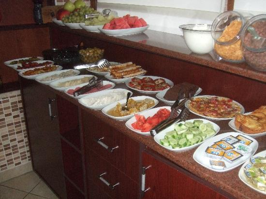 Berce Hotel: Breakfast buffet - marvelous local fare