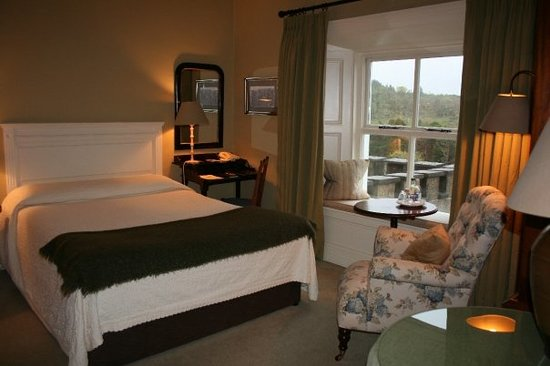 Ballynahinch Castle Hotel: Our cosy room