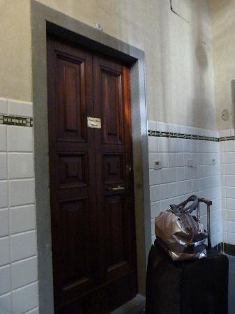 Magnifico Messere: The apartment door