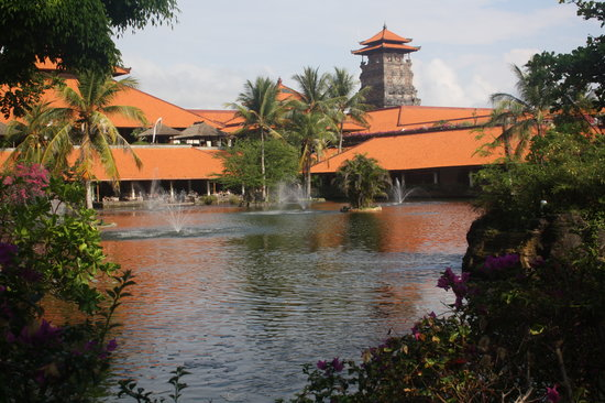 Ayodya Resort Bali: The hotel garden