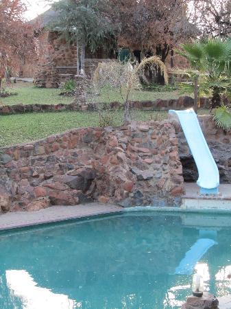 Nokeng Eco Lodge: la piscina e il nostro cottage
