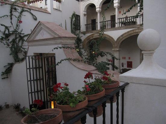 Las Casas de la Judería: patio area