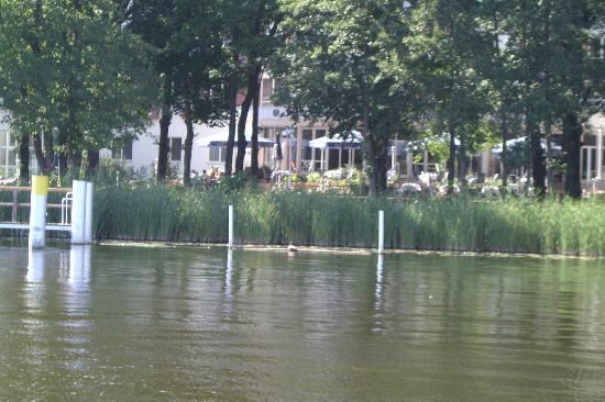 Inselhotel Potsdam : Blick vom Templiner See auf's Hotel