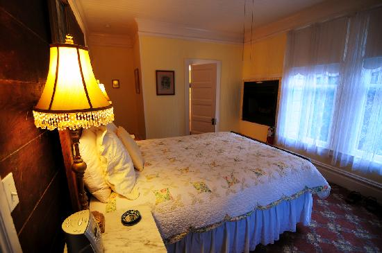 Santa Nella House Bed and Breakfast: The Gold Room