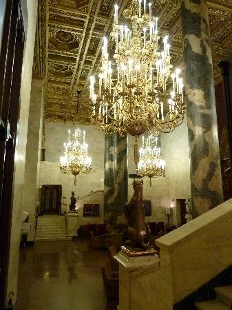 Hilton Moscow Leningradskaya: Stairway