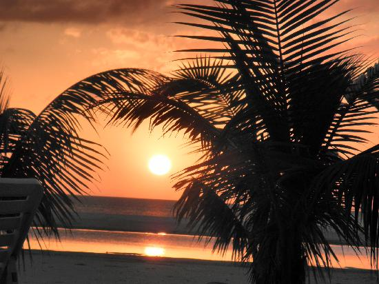 Outrigger Beach Resort: Sunsets to die for!