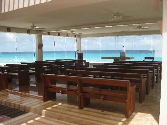 Panama Jack Resorts Cancun: Beautiful chapel for weddings