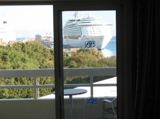 Athineon Hotel: uitzicht op de cruiseterminal