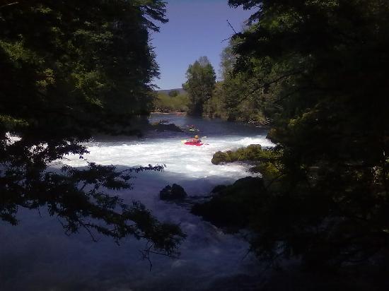 Hotel Salto del Carileufu: Kayaking al Salto del Carileufu