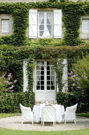 Le Vieux Logis: View of Hotel from al fresco restaurant