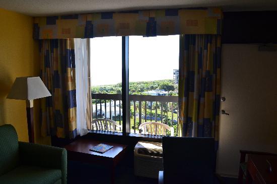 Hampton Inn Cocoa Beach/Cape Canaveral: Room towards balcony