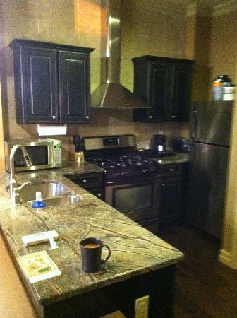 Grand Cascades Lodge: Full Kitchen in Suite