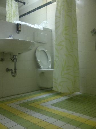 """Mauritius Hotel & Therme : bagno con """"doccia"""""""