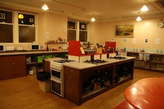 Portree Independent Hostel: The kitchen