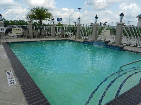Hampton Inn: The pool area