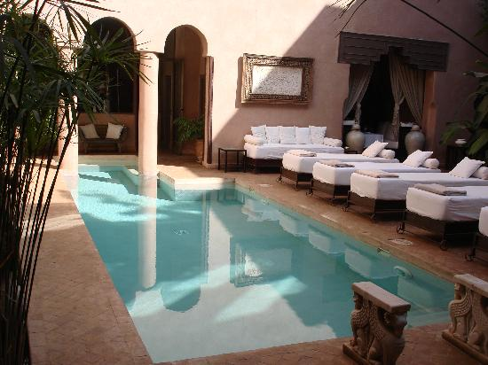 Riad Noir d'Ivoire: pool at riad