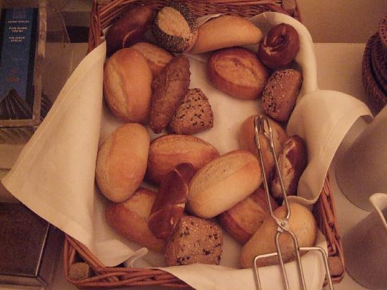 Hotel Riehmers Hofgarten: Delicious rolls
