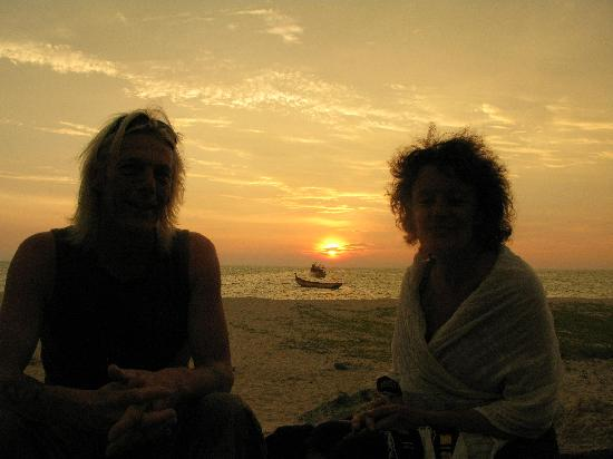 Alleppey Beach Resorts: sunset on the beach