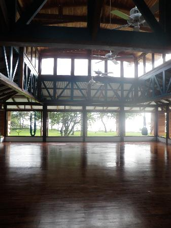 Blue Osa Yoga Retreat and Spa: yoga studio inside