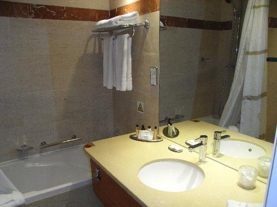 Waltham Abbey Marriott Hotel: Nice bathroom
