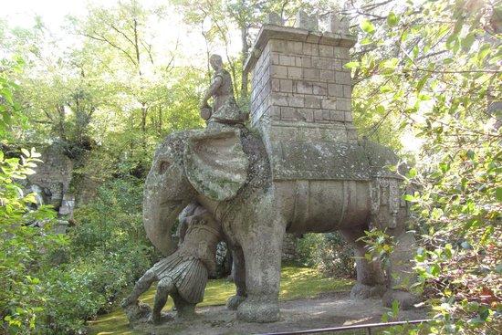 Parco dei Mostri : statua 2