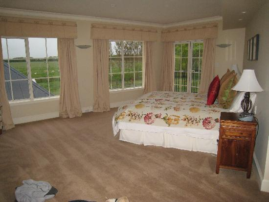 Stoneleigh Lodge : Our lovely bedroom