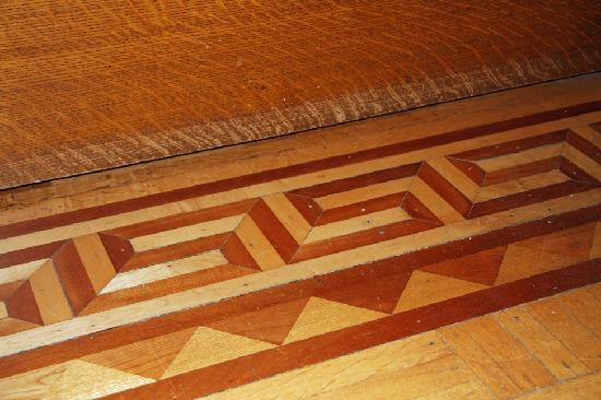 Elmcroft B&B: Wooden inlay in floors