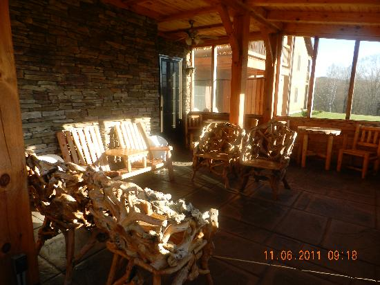 August Lodge Cooperstown: breakfast eating area