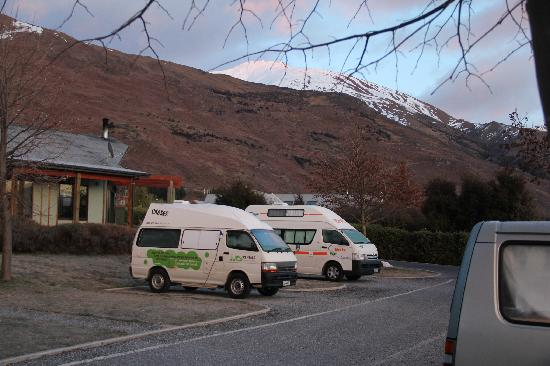 Wanaka Kiwi Holiday Park & Motels: The park on day 1