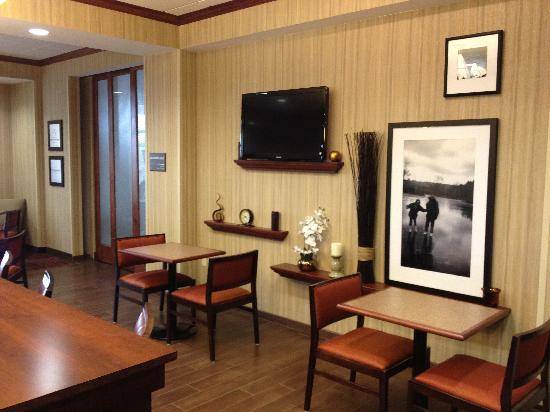 Hampton Inn Tomah: Breakfast Area