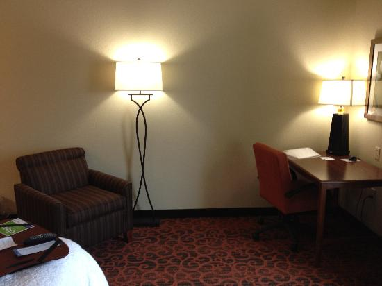 Hampton Inn Tomah: Chair Work Desk