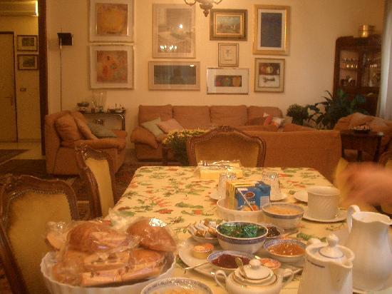 B&B Gheller: The breakfast table.