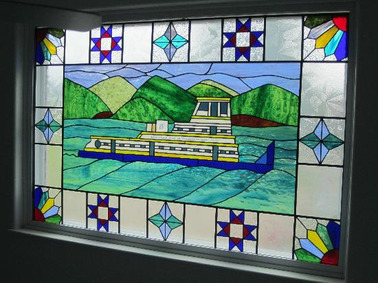 RiverView B&B Inn: Stained glass