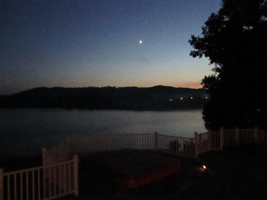 RiverView B&B Inn: Sunset on the deck