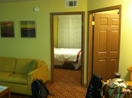 TownePlace Suites Fresno: 2 separate rooms