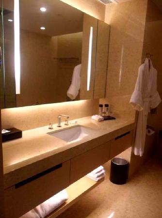 Crowne Plaza Hong Kong Causeway Bay: Crowne Plaza Hotel HK-The vanity area