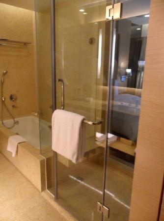 Crowne Plaza Hong Kong Causeway Bay: Crowne Plaza Hotel HK-The shower