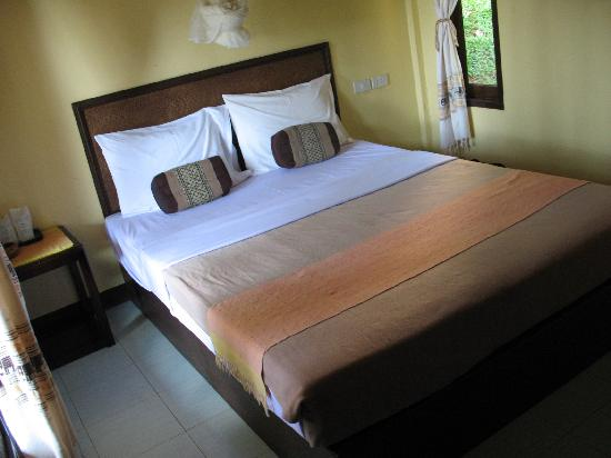 Paradise Bungalows: The offending bed