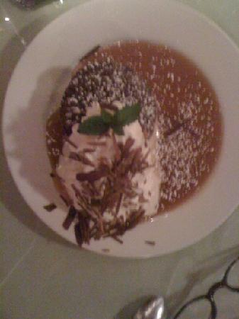 The Place Restaurant & Bar : warm Chocolate cake w whip crm and toffee sauce
