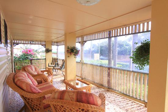 Dunelm House B&B: Relax on the veranda after travelling or sightseeing