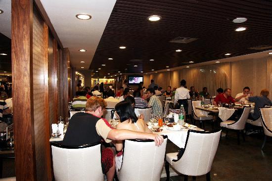 Bosphorus Turkish Restaurant: inside