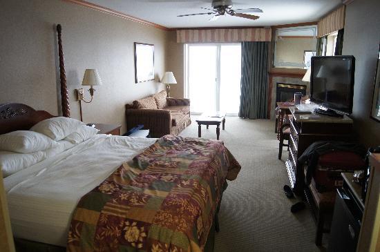 Elizabeth Oceanfront Suites: Room 234 Northview room