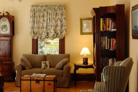 Sinclair Inn B & B: Wonderful common areas