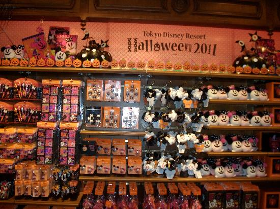 Halloween gifts on display. - Picture of Tokyo Disneyland, Urayasu ...