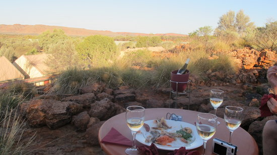 Kings Canyon Resort: Our table on the ledge