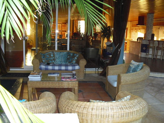 Beach Manor Bed and Breakfast Perth: Relaxing in the outside lounge