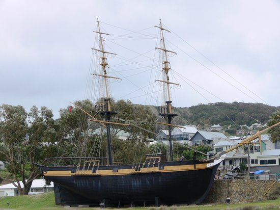 ‪Replica of the Brig Amity‬
