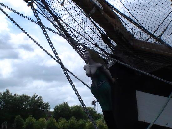 Jeanie Johnston Tall Ship and Famine Museum: Figurehead