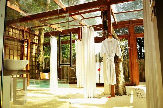 Mandala Spa & Resort Villas: Pool Villa Bathroom