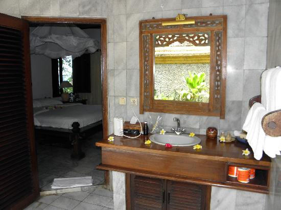 Alang-Alang Boutique Beach Hotel : bathroom